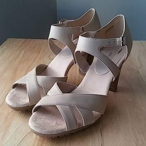 AEROSOLES Womens Advantage Tan Heels 10M
